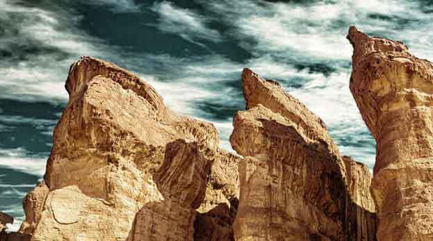 the-solomons-pillars-tourist-attraction-in-timna-national-park-1-1
