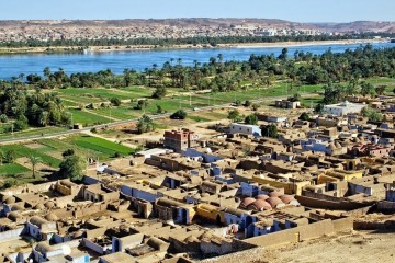 view-at-nubian-village-irrigated-fields-and-nile-river